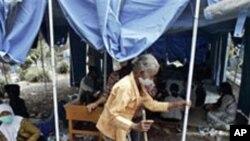 이재민 수용소의 인도네시아 노인