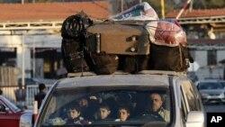 A Syrian family crosses into Lebanon at the border crossing in Masnaa, eastern Lebanon, November 30, 2012.