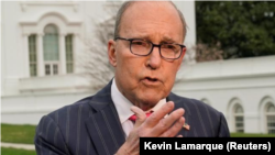 """Trump """"podría avanzar rápidamente con estas discusiones bilaterales en lugar de negociar en conjunto"""", sostuvo Larry Kudlow. (Foto de archivo)"""