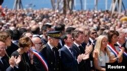 法国官员向尼斯恐怖袭击遇难者致哀