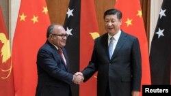 Thủ tướng Papua New Guinea Peter O'Neill gặp gỡ Chủ tịch Trung Quốc Tập Cận Bình ở Bắc Kinh, Trung Quốc, ngày 21 tháng 6, 2018. Papua New Guinea là một trong những nước nhận viện trợ lớn nhất trong khu vực Nam Thái Bình Dương.