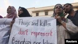 Des Libyens dénonçant l'attaque contre le consulat américain à Benghazi