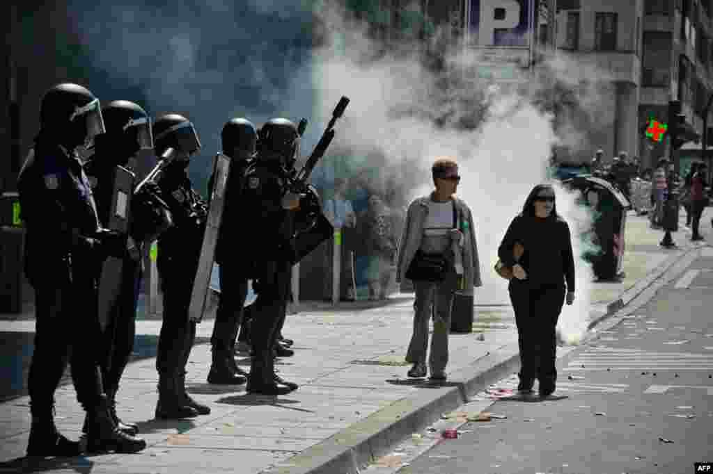 Поліція патрулює на вулицях Памплони. 29.03.2012. AP
