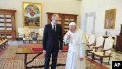 이탈리아 방문 중 교황을 만나는 야체뉵 우크라이나 총리