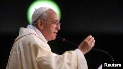 El Papa Francisco parece haber cambiado muchas cosas dentro de la Iglesia católica, en sus dos años como pontífice, menos una: a él mismo.