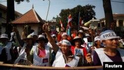 Biểu tình trước Tòa thượng thẩm trong thủ đô Phnom Pehn yêu cầu trả tự do cho những người còn bị câu lưu từ hôm 3 tháng 1