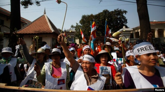 Protesters gather in front of the Appeals Court during a protest near the Royal Palace in central Phnom Penh, Feb. 10, 2014.