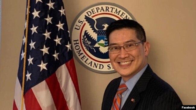 Luật sư Tony Phạm, 47 tuổi, được Tổng thống Hoa Kỳ Donald Trump bổ nhiệm làm Cố vấn Trưởng Pháp lý của Cơ quan Thực thi Di trú và Hải quan Hoa Kỳ (ICE). Photo Facebook Tony Pham.
