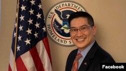 Luật sư Tony Phạm được Tổng thống Hoa Kỳ Donald Trump bổ nhiệm làm Cố vấn Trưởng Pháp lý của Cơ quan Thực thi Di trú và Hải quan Hoa Kỳ (ICE) hồi tháng 8 nhưng dự kiến sẽ từ chức vào cuối năm nay. (Photo Facebook Tony Pham)