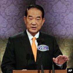 亲民党主席宋楚瑜在辩论会上讲话