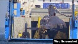 Tàu ngầm HQ-186 được chở trong khoang tàu vận tải Rolldock Star của Hà Lan.