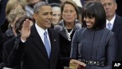 바락 오바마 미국 대통령이 지난 2013년 1월 21일 취임식에서 성경책에 손을 올리고 선서하고 있다.