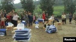 지난 2012년 7월 북한 평안남도 성천군의 수해 주민에게 국제적십자의 지원 물품이 전달됐다. (자료사진)