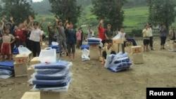 지난해 7월 북한 평안남도 성천군에서 국제적십자가 수해 지원 물품을 주민들에게 전달했다.