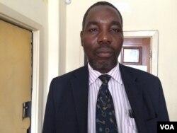 UMfundisi Christopher Nkomo webandla lokholo lwesiKhristu olwe Brethren-In-Christ Church.
