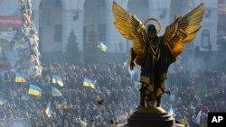 میدان استقلال کیف در هفته های اخیر هر روز محل اجتماع صدها هزار طرفدار پیوستن اوکراین به اتحادیه اروپاست. دسامبر ۲۰۱۳