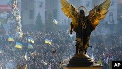 Những nhà hoạt động ủng hộ việc gia nhập EU biểu tình ở Quảng trường Độc lập, Kiev, 14/12/2013