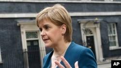 La primera ministra de Escocia, Nicola Sturgeon, defiende la celebración de un nuevo referéndum entre 2018 y 2019.