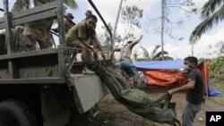 Tim PBB menyatakan kematian terbesar oleh topan Bopha adalah karena tanah longsor. (AP/Bullit Marquez).