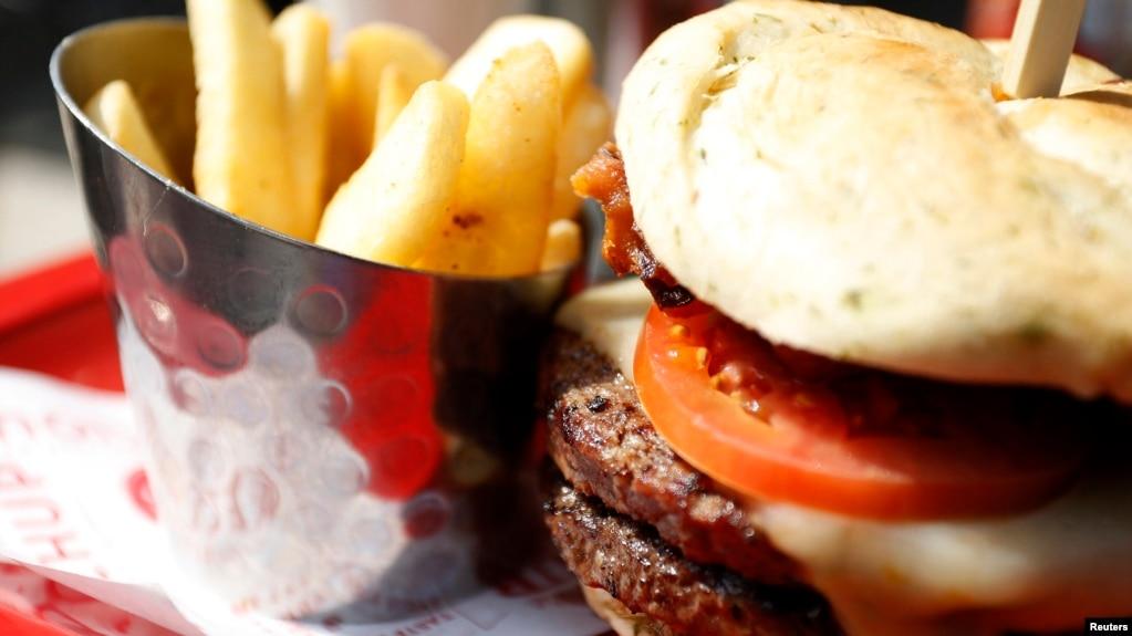 """La grasa trans aumenta el colesterol LDL, el tipo """"malo"""" de colesterol, y aumenta el riesgo de enfermedad cardíaca y accidente cerebrovascular."""