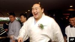 Asashoryu adalah salah satu pesumo papan atas. Dia berasal dari Mongolia.