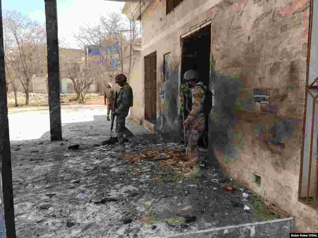 ایک حملہ آور نے چرچ کے احاطے میں پہنچ کر خود کو دھماکے سے اڑا لیا جس سے وہاں بھگڈر مچ گئی۔
