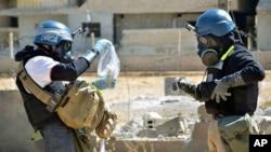 聯合國調查人員正在提取敘利亞化學武器樣品 (資料圖片)