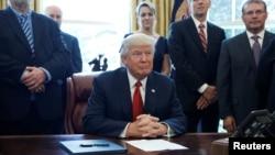 美國總統川普20日在白宮簽署備忘指令下令對外國鋼鐵進口展開國家安全調查。