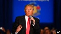 4일 미국 위스콘신 주 라크로세 시에서 공화당의 도널드 트럼프 후보가 선거 유세를 하고 있다. (자료사진)