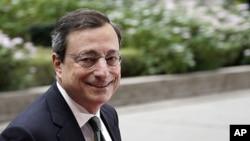 欧洲央行行长德拉基11月29号抵达布鲁塞尔参加欧元集团会议