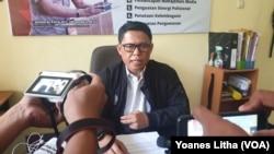 Kompol Sugeng Lestari, Kasubbid Penmas Bid Humas Polda Sulawesi Tengah saat memberikan keterangan Pers di Polda Sulawesi Tengah.