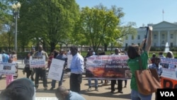 Protesters held a two-day rally and 24-hour hunger strike outside the White House to protest genocide in Sudan's Darfur region, April 16, 2016. (N. Taha/VOA)