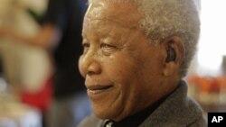 Cựu Tổng thống Nam Phi Nelson Mandela mừng sinh nhật ở Qunu, Nam Phi, 18/7/2012