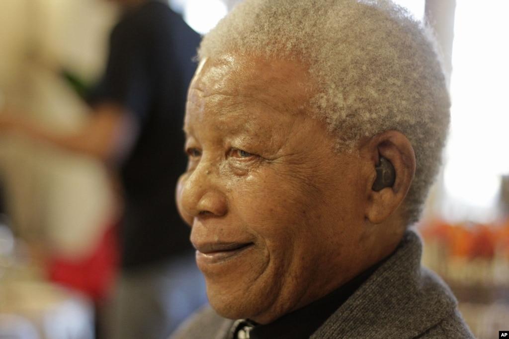 South African President Visits Mandela in Hospital