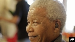 지난 해 7월 18일, 94세 생일 축하 행사에 참석한 넬슨 만델라 전 남아공화국 대통령.