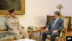 مرسی و عبدالفتاح السيسی وزير دفاع جديد مصر