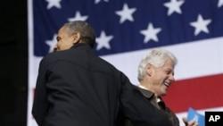 奧巴馬總統和前總統比爾克林頓(右)11月3號2012年在維吉尼亞州布里斯托一同出席競選活動