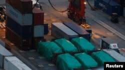 新加坡的六辆装甲运兵车在香港一个集装箱码头被扣(2016年11玥24日)