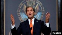 جان کری، وزیر خارجۀ امریکا در جریان صحبت روی وضع زنان افغان در پوهنتون جورج تاون واشنگتن دی سی