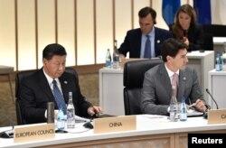 资料照:中国领导人习近平与加拿大总理特鲁多在日本大阪举行的G20峰会上。(2019年6月29日)