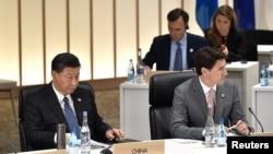 Perdana Menteri Kanada Justin Trudeau dan Presiden China Xi Jinping dalam pertemuan G20 di Osaka, Jepang, 29 Juni 2019.