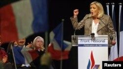 AP çatısı altında kurulan ilk aşırı sağcı grup olan Uluslar ve Özgürlükler Avrupası'nın eş başkanlarından biri Fransız Marine Le Pen oldu.