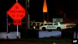 Polisi berada di lokasi penembakan di kelab malam yang ramai Minggu (26/3) dini hari di Cincinnati negara bagian Ohio.