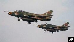 Pesawat SU-22 buatan Rusia serupa dengan yang baru-baru ini ditembak jatuh oleh pesawat AS (foto: AP)