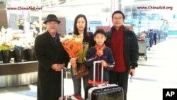 郭泉的妻儿抵达美国