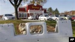 Một nhà hàng ở Ohio quảng cáo tìm nhân viên làm toàn thời gian và bán thời gian