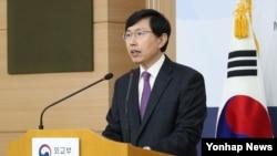 조준혁 한국 외교부 대변인이 16일 서울 외교부 청사에서 유엔총회 3위원회의 북한 인권 결의안 채택 관련 논평을 하고 있다.