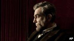 丹尼尔·戴-刘易斯在斯皮尔伯格执导的影片《林肯》中扮演林肯总统