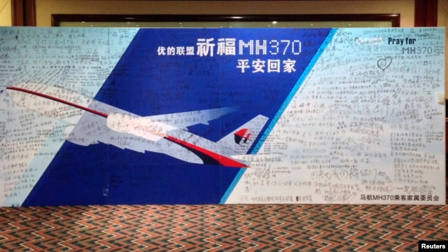 A board written with messages for passengers onboard the missing Malaysia Airlines Flight MH370 is seen at Lido Hotel in Beijing, China, May 2, 2014.