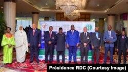 Président Félix Tshisekedi (5e D) kati na ba ministres ba mambi ya Bapaya ya Egypte, Ethiopie mpe RDC na masolo mpo na matata ya barrage Renaissance, na Kinshasa, RDC, 4 avril 2016. (Présidence RDC)